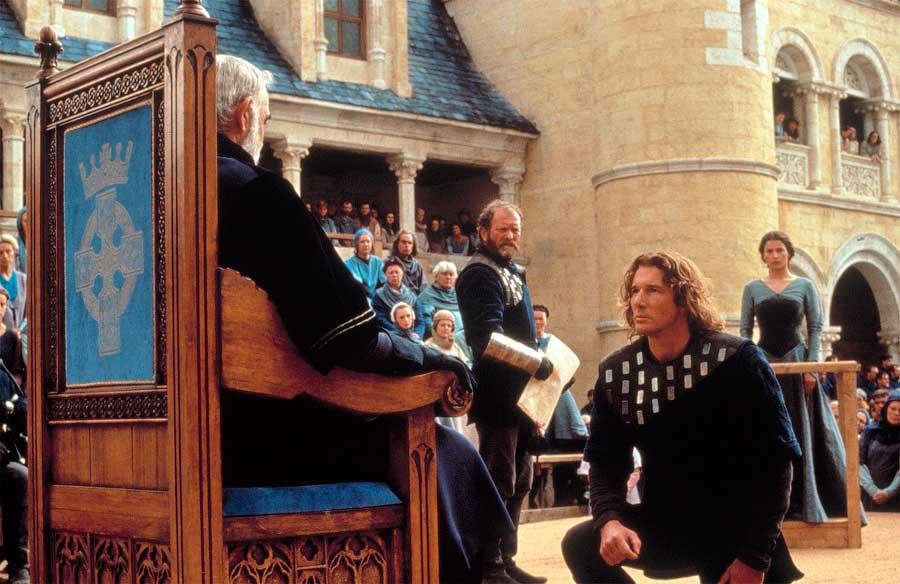 Игорь обещает императору Роману жить мирно, защищать ромейскую державу