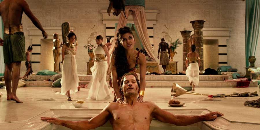 Сестра жены Фаусты (мачеха Феодора) и Константин
